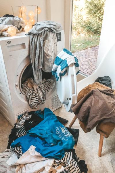 Gewohnheiten Mama Mamaalltag Ordnung Organisation Familie Haushalt Kinder Kleinkind Mama Organisieren Plan Tipps Zeit Zeitmanagement Wäsche Wäsche-Hacks Waschmaschine